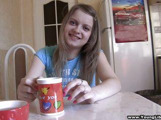 видео первого секса онлайн бесплатно